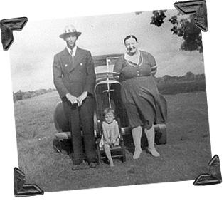 Paw and Maw Lee with little Betty-car_ph
