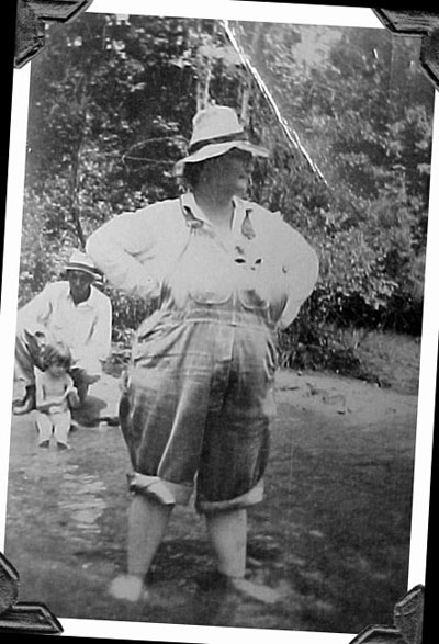 mawlee_c.1942_photocorners.jpg